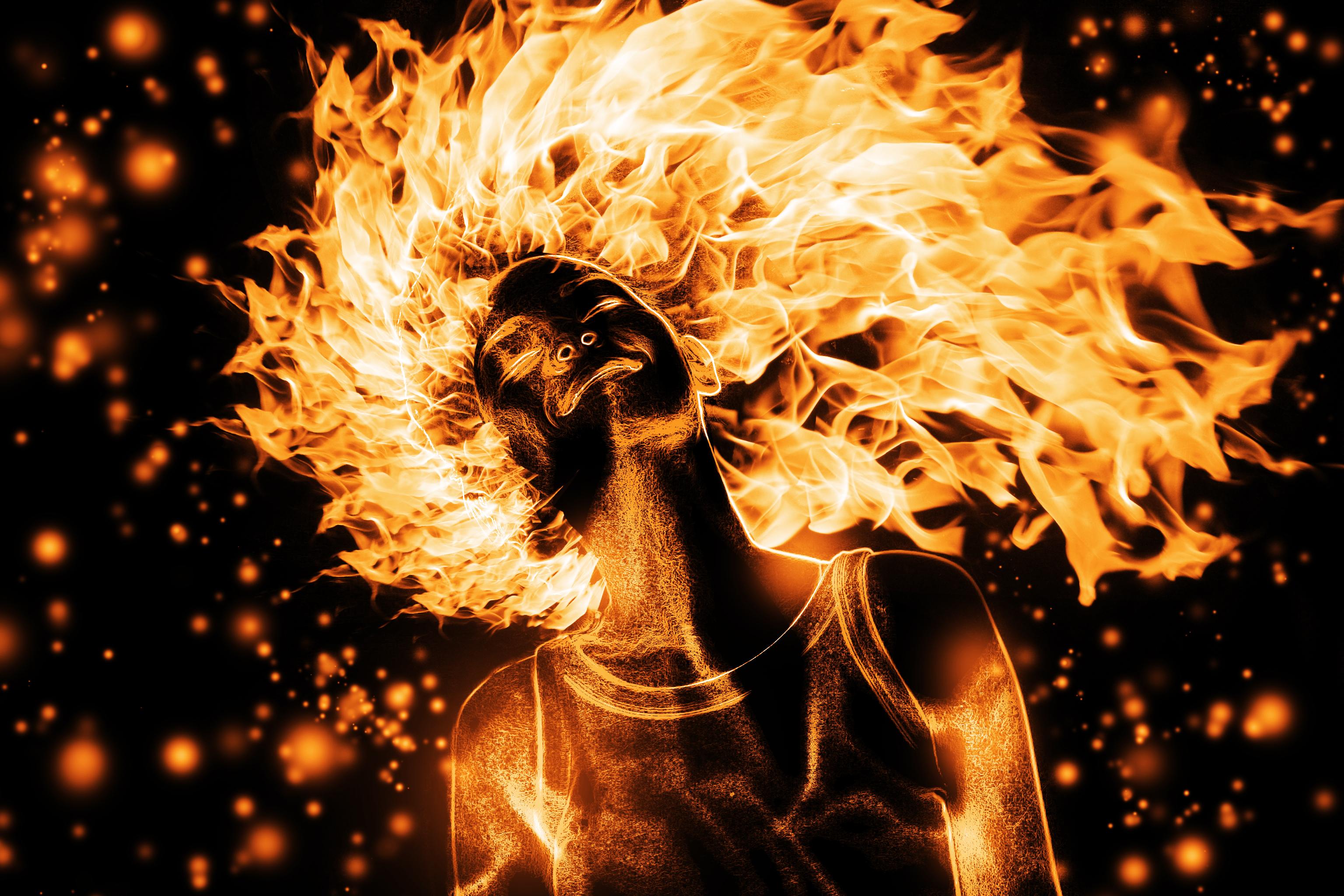 фото люди с огнями